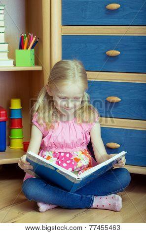 Girl Reads