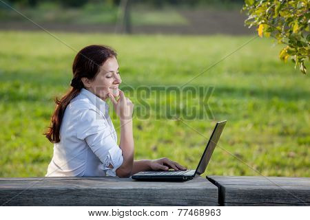 Laptop Business Woman