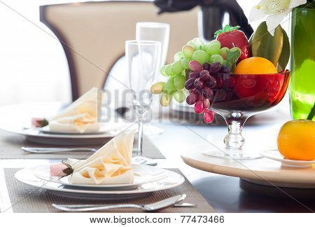 The Beautiful Artificial Fruits In A Basket And Dish Set For Decoration