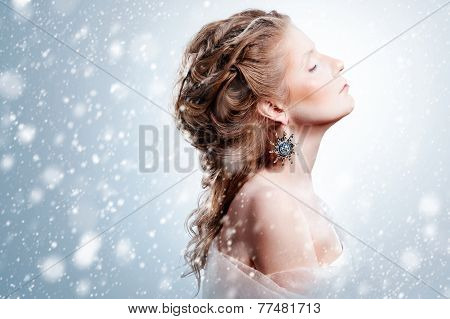 Beautiful Girl With Glamour Christmas Makeup