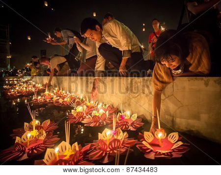 Chiang Mai, Thailand - November 8, 2014: People float lanterns in the river to worship river goddess in Loy Kratong festival on November 8, 2014 in Bankok, Thailand.