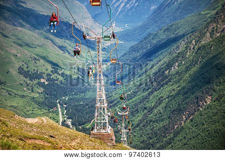 People Go On 2Nd Stage Of Chairlift Cheget-2