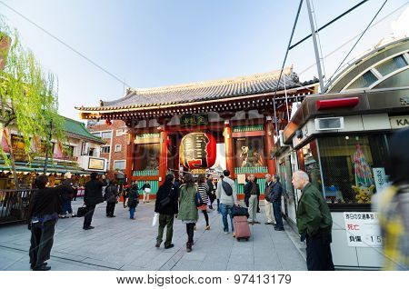 Tokyo, Japan - November 21, 2013: Tourists At The Entrance Of Sensoji Temple.