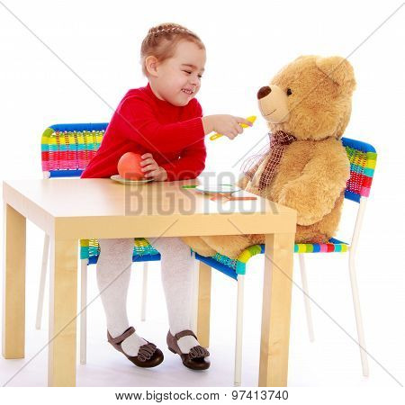 Girl feeding a bear