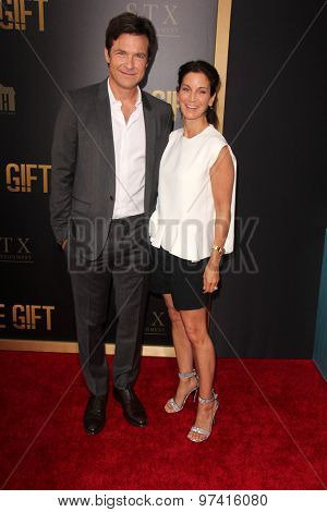 LOS ANGELES - JUL 30:  Jason Bateman, Amanda Anka at the