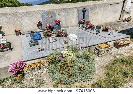cemetery Saint Christol in Mirabeau France with graves