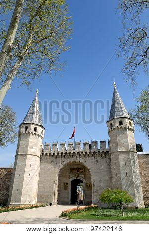 The Entrance Of Topkapi Palace In Istanbul