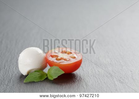 mozzarella balls with tomatoes and basil