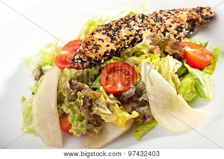 Salad with Salmon Steak in Sesame and Pear Slice