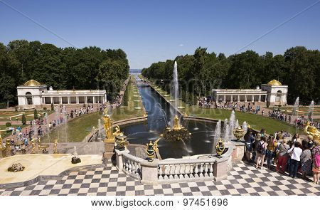 Each Guest Peterhof Tends To Witness The Great Miracle - The Unique Grand Cascade