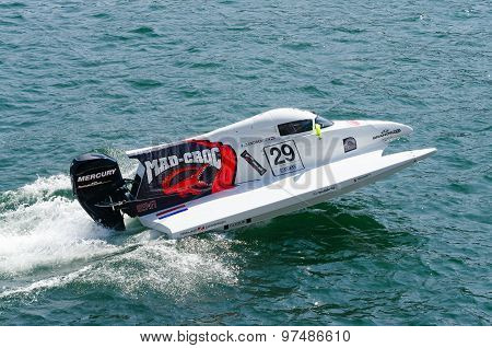 Mad-croc Baba Racing Team Boat Preparations