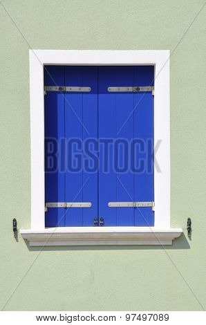 Italy town, closed wooden wIndow in siesta time