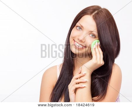 Frau mit einem Schwamm