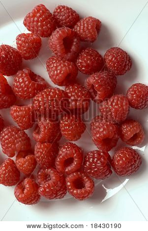 White plate with fresh raspberries. All in focus.