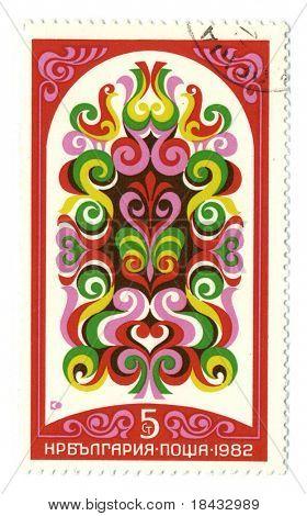 BULGARIA - CIRCA 1982: Un sello impreso en BULGARIA muestra imagen del estado búlgaro patrón circa
