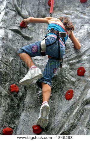 junges Mädchen tun Klettern