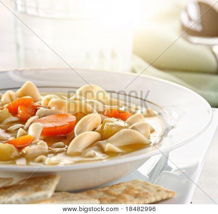 Huhn Nudel Suppe closeup