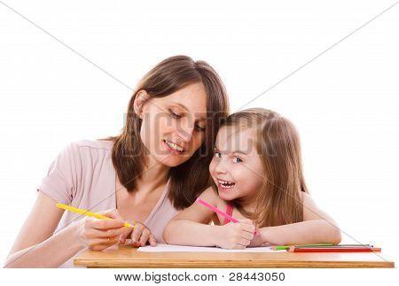 Filha de mãe ajudando