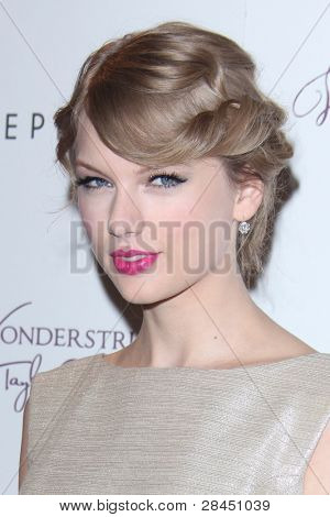 "LOS ANGELES - OCT 18:  Taylor Swift at the ""Wonderstruck"" Fragrance Launch at Sephora Americana on October 18, 2011 in Westwood, CA"
