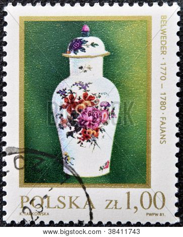 POLAND - CIRCA 1981: stamp printed in Poland shows a Kwan Vase 18th Century circa 1981