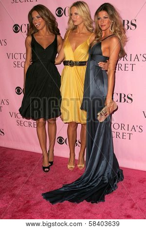 LOS ANGELES - NOVEMBER 16: Adriana Lima with Karolina Kurkova and Gisele Bundchen  arriving at The Victoria's Secret Fashion Show at Kodak Theatre on November 16, 2006 in Hollywood, CA.