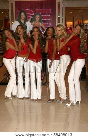 LOS ANGELES - NOVEMBER 15: Adriana Lima, Alessandra Ambrosio, Izabel Goulart, Selita Ebanks, Karolina Kurkova, Gisele Bundchen at Victoria's Secret Store November 15, 2006 in Los Angeles.