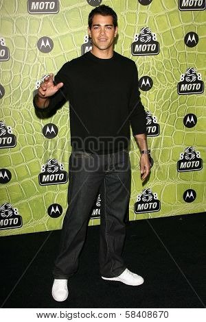 LOS ANGELES - NOVEMBER 02: Jesse Metcalfe at the Motorola 8th Anniversary Party at Hollywood Palladium on November 02, 2006 in Hollywood, CA.