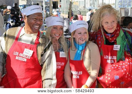 LOS ANGELES - DECEMBER 22: Billy Davis Jr and Pamela Bach-Hasselhoff with Melissa Joan Hart and Sally Kirkland at the Annual Los Angeles Mission Christmas Event December 22, 2006 in Los Angeles, CA.