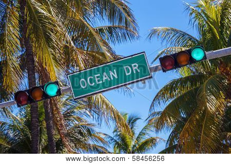 Street Sign Of Famous Street Ocean Drice