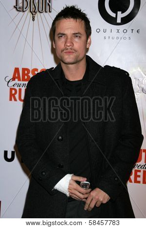 LOS ANGELES - DECEMBER 08: Shane West at Flaunt's 8th Annual Anniversary and Toy Drive benefitting on December 08, 2006 at The Edison in Los Angeles, CA.