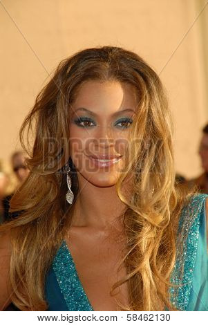 LOS ANGELES - NOVEMBER 21: Beyonce Knowles at the 34th Annual American Music Awards at Shrine Auditorium November 21, 2006 in Los Angeles, CA