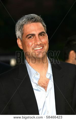 LOS ANGELES - NOVEMBER 21: Taylor Hicks at the 34th Annual American Music Awards at Shrine Auditorium November 21, 2006 in Los Angeles, CA