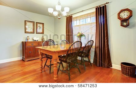 Beautiful Cozy Dining Room Decorated With Rustic Wall Clock