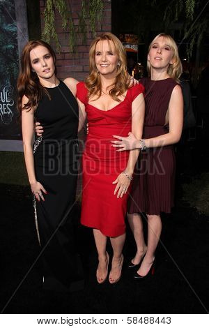 Zoey Deutch, Lea Thompson, Madelyn Deutch at the