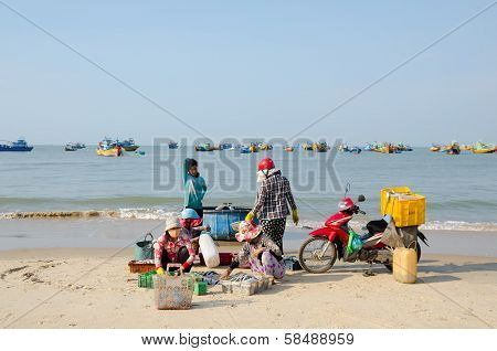 Vietnamese Fishers Work