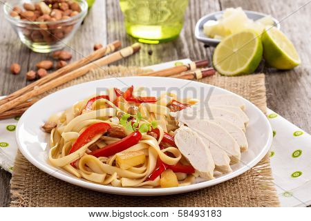 Udon noodles with vegetables and chicken
