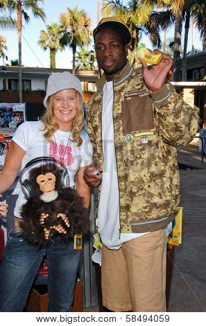 HOLLYWOOD - JULY 11: Hannah Teter and Dwayne Wade at ESPN The Magazine's