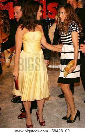 HOLLYWOOD - NOVEMBER 12: Kristin Davis and Sarah Jessica Parker at the world premiere of
