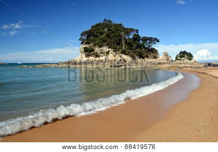 Golden Sands & Beach At Kaiteriteri, New Zealand.
