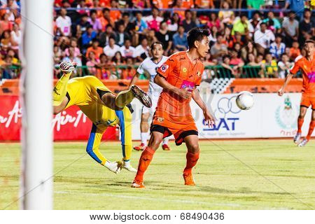 Sisaket Thailand-july 13: Tatree Seeha Of Sisaket Fc. (orange) In Action During Thai Premier League