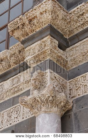 Detail Of The Corinthian Columns Of The Courtyard Of The Ulu Cami  In  Diyarbakir, Turkey..