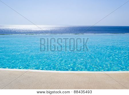 Infinity swimming pool with view on Aegean Sea