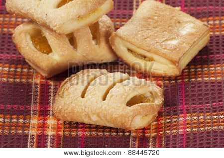 Small Strudel Cake With Lemon