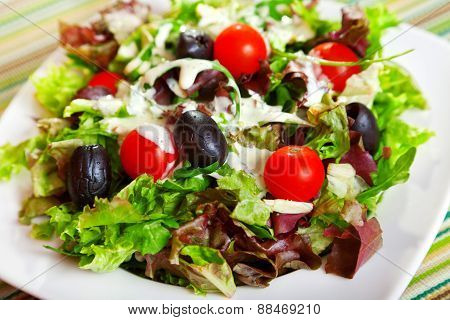 Fresh Salad With Cherry Tomatos