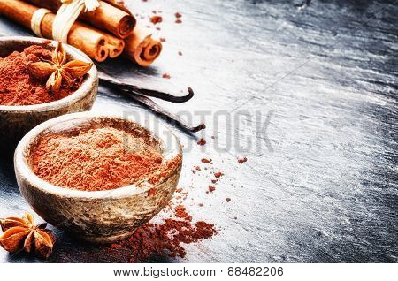 Setting With Cocoa Powder, Vanilla And Cinnamon Sticks