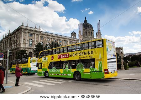 Naturhistorisches Museum, street view and hop on hop off bus in Vienna