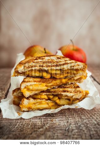 Grilled cheese sandwich with caramelized apples Stock Photo & Stock ...