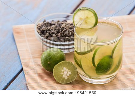 Infused Water Of Lime And Green Tea
