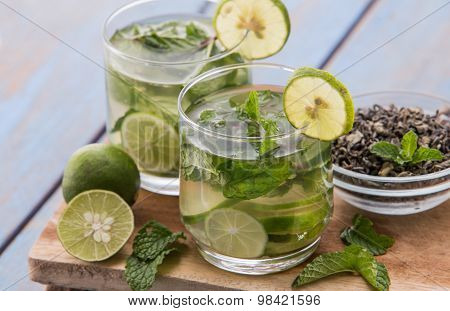 Infused Water Mix Of Green Tea, Lime And Mint Leaf