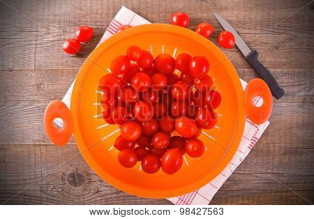Tomatoes in colander.